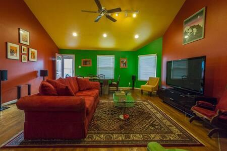 Cool Central Austin Bungalow-Walk to SXSW Venues - Austin - House