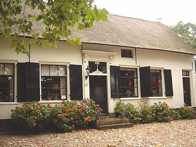 Monumentale boerderij uit 1720 - Tuil - ที่พักพร้อมอาหารเช้า