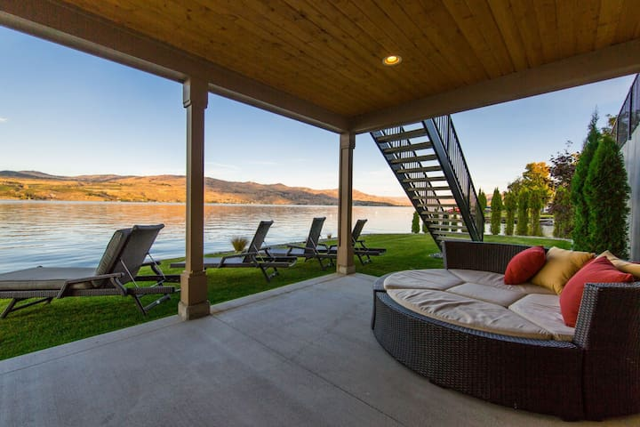 Azure Bay Waterfront Retreat - Chelan - Casa