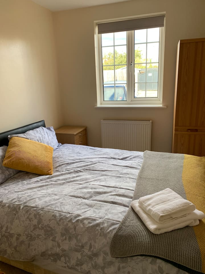 Sunny Double room with ensuite shower