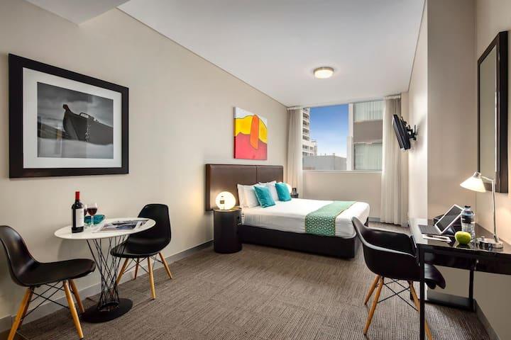 Bright Studio Double Bed At Bondi Junction