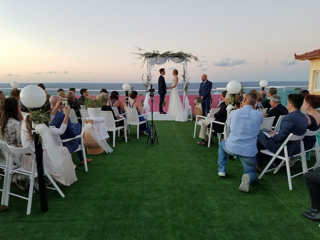 SEA, POOL AND MOUNTAIN VIEW, PERFECT FOR WEDDINGS!