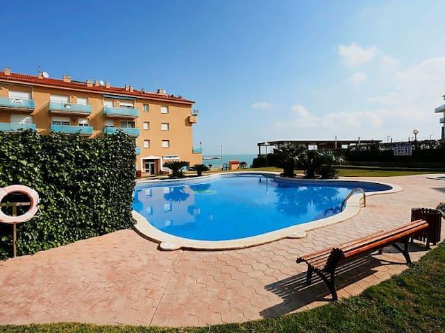 Apartamento duplex 6-8 pax con terraza y piscina.