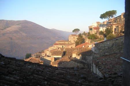 Relax in borgo collinare antico - Castro dei Volsci - Huoneisto