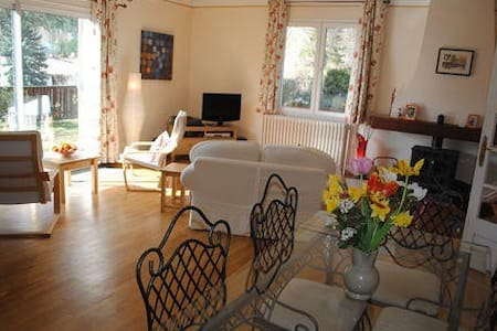 Large double bedroom with view - Ginoles - Bed & Breakfast