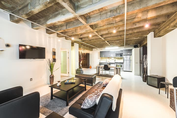 Newly Renovated 1 Bdrm DTLA Loft | Rooftop Pool!