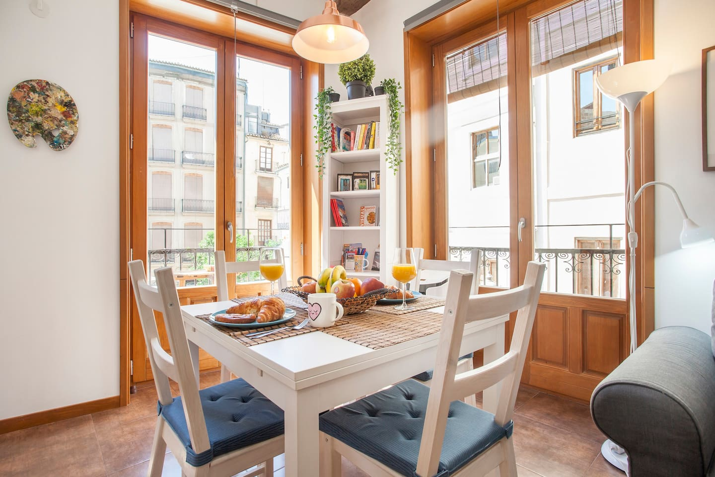 ENJOY BREAKFAST EVERY MORNING IN OUR BRIGHT, SUNNY APARTMENT!!!