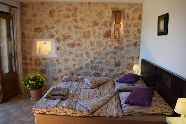 R2: Cozy room with balcony in quiet finca - Manacor