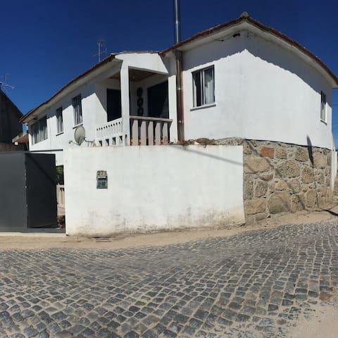 Uma casa rústica em pedras - Fontela - Huis