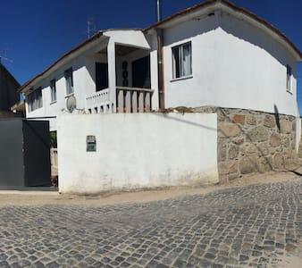 Uma casa rústica em pedras - Fontela - 獨棟