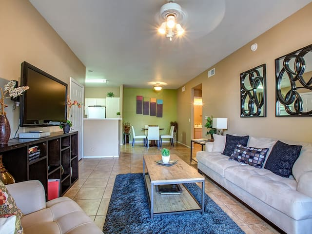 Sunny 2BD/2BA in Charming Glendale Community