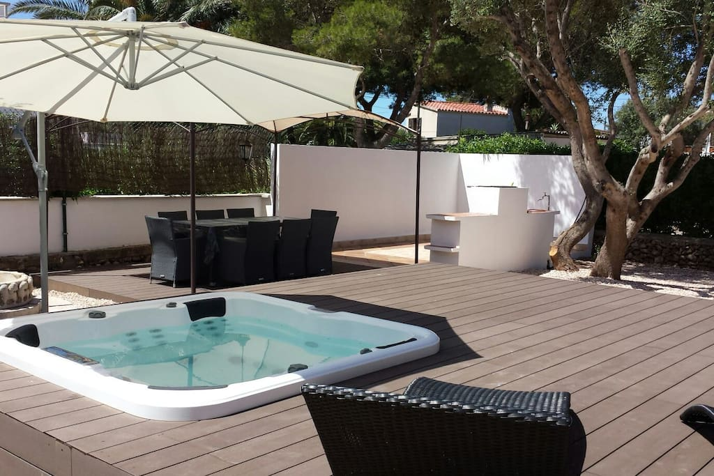 villa with hot tub jacuzzi menorca villen zur miete in ciutadella de menorca balearen spanien. Black Bedroom Furniture Sets. Home Design Ideas