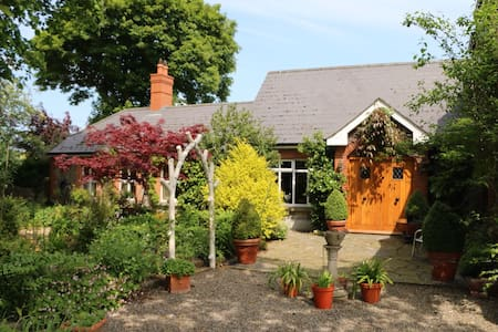 Tranquil home with 2 large en suite double rooms. - Duleek - Huis
