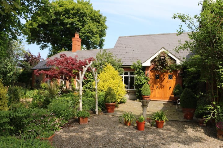 Tranquil home with 2 large en suite double rooms.