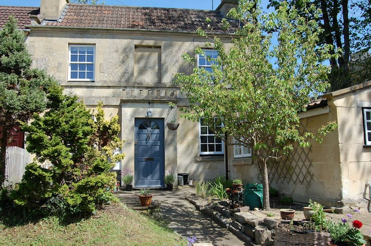 Beautiful Georgian cottage near Bath