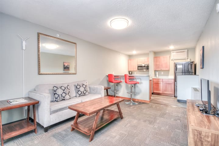 Suite 217 - 1BR apartment, King Bed, 2nd floor