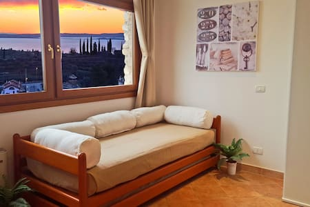 LAKE VIEW APARTMENT WITH GARDEN - Cavaion Veronese - Daire