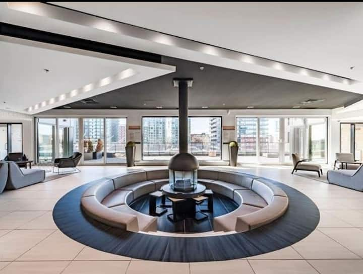Luxury Downtown Montreal flat Modern All Amenities