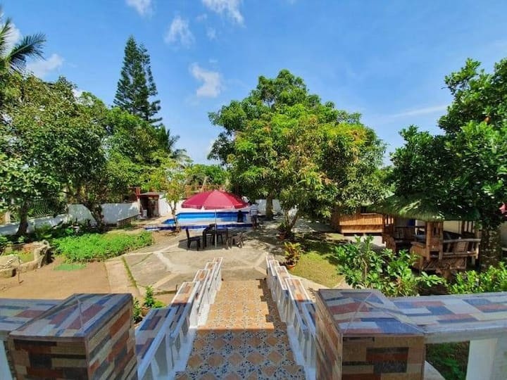 EJ Tagaytay Farmhouse Huts with Pool (up to 8pax)