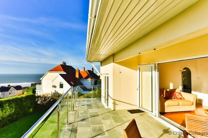 VIEWS VIEWS VIEWS! WOOLACOMBE GARDEN APARTMENT | 2 Bedrooms| Golden Sandy Beach| Dog Friendly