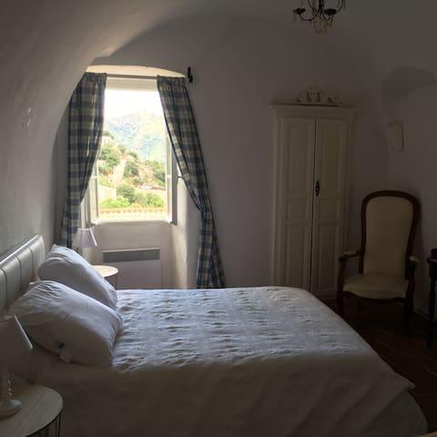 Grande chambre avec placard - salle de bain reliée ac wc