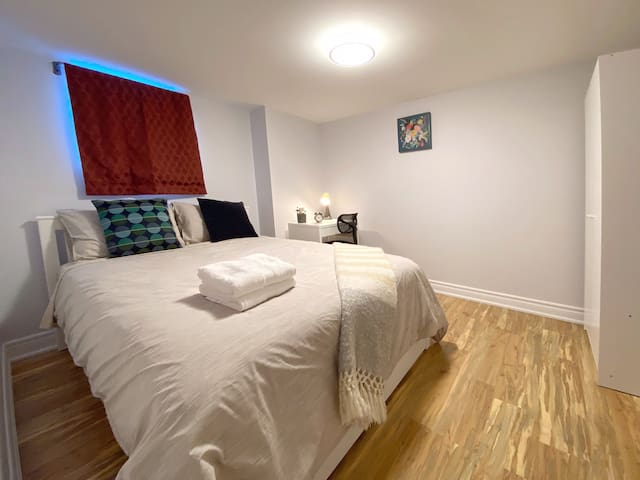 Disinfected+quiet⭐️great location❤️Islington-Bloor W