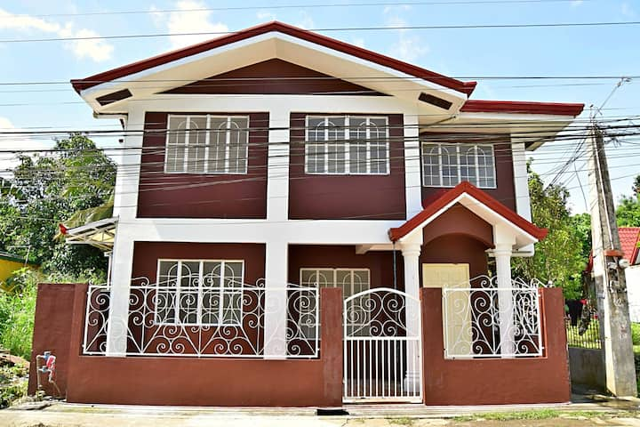 Cellar Door Hostel Rental w/AC (Tambo, Lipa City)