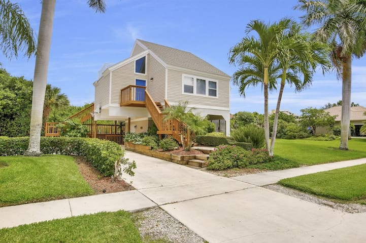 COLONIAL AVE. 336 POOL HOME WALKING DISTANCE TO BEACH