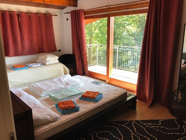 Master bedroom, 1 queen bed, 2 single beds (hidden under brown cover)
