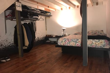 Spacious Loft Bedroom - Brooklyn - Loft