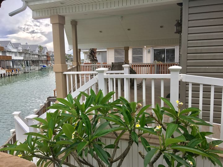 A Lg Waterfront Cottage Home w/Boat Access & Pier