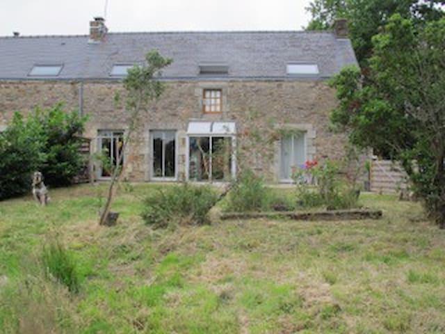 Longère bretonne entre Terre et Mer - Ploemel - House