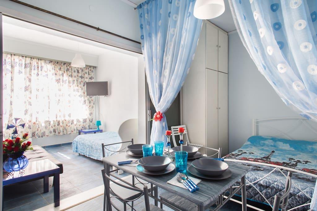 Κρεβατοκάμαρα στο κατάλυμα Ποσειδώνας .  Bedroom in Poseidonas  apartment. Спальня в квартире Посидонас.