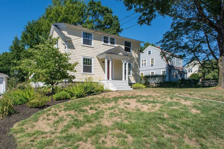 Colonial Home near Shrewsbury Center - Shrewsbury - Haus