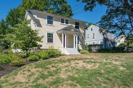 Colonial Home near Shrewsbury Center - Shrewsbury - Casa