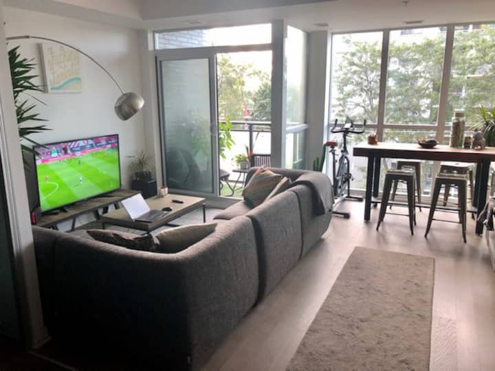 1 Bedroom & Den Condo Howard Park & Roncesvalles