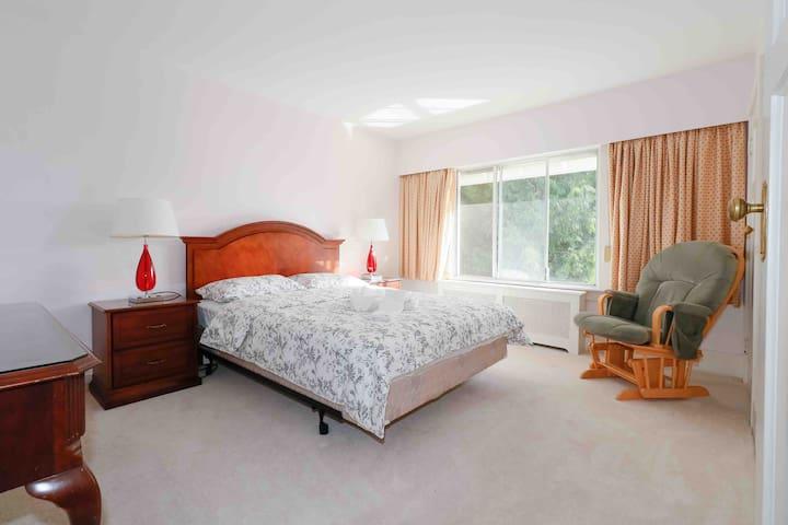 2070 花园景安静大床房