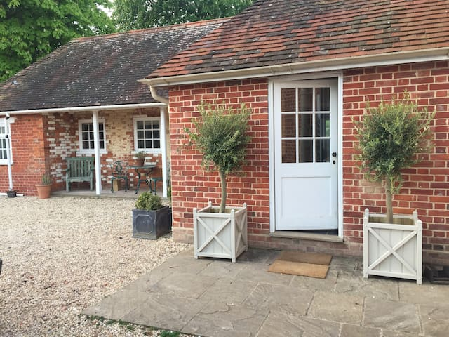 Luxury annexe on small country estate, Winchester - Martyr Worthy - Apartamento