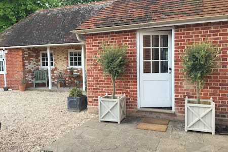 Luxury annexe on small country estate, Winchester - Martyr Worthy - Wohnung