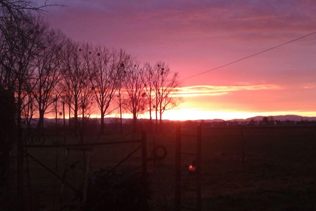 Sonnenaufgang, Blick aus der Wohnzimmerfenster