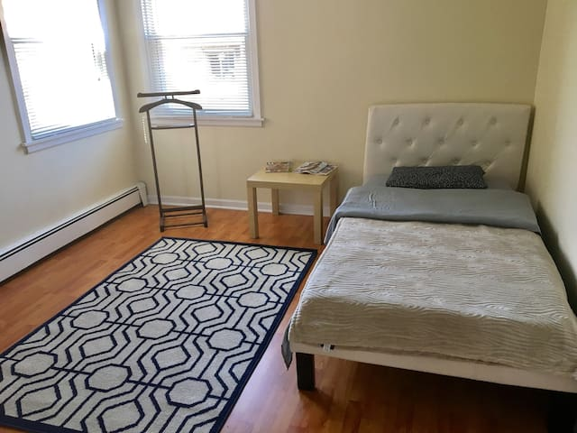 Private bedroom near O'hare airport, Cumberland