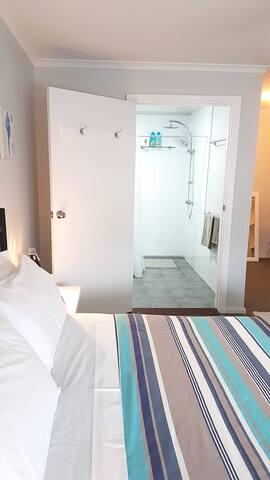 En- suite and main bedroom
