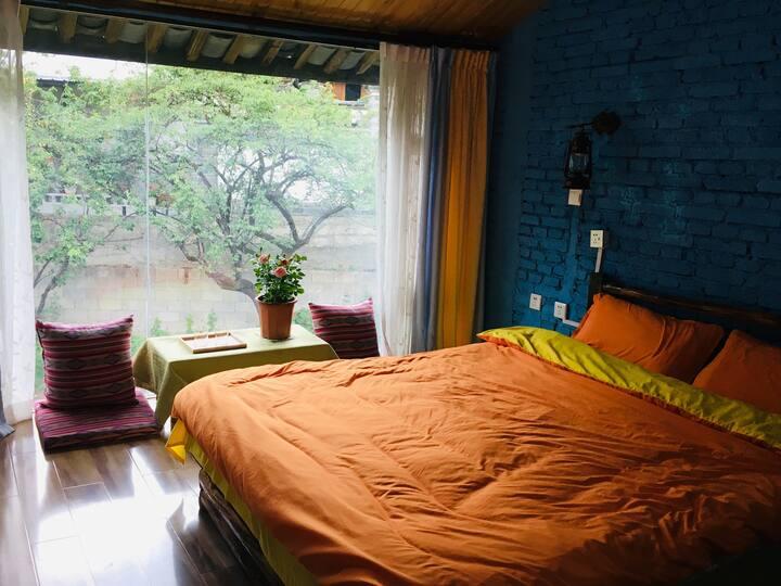 纳西特色庭院,虹之约客栈大床房,可洗衣做饭,自驾游首选。