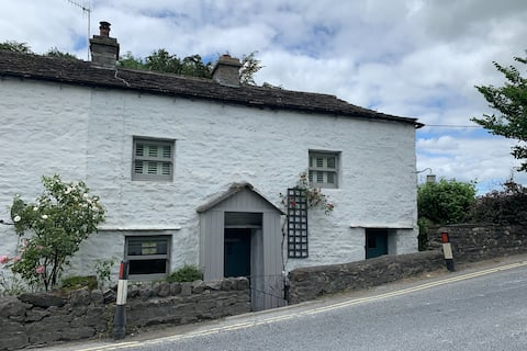 Beautiful listed cottage at start of the 3 peaks