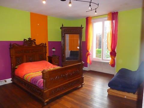 10 mn de Verdun, chambre colorée !