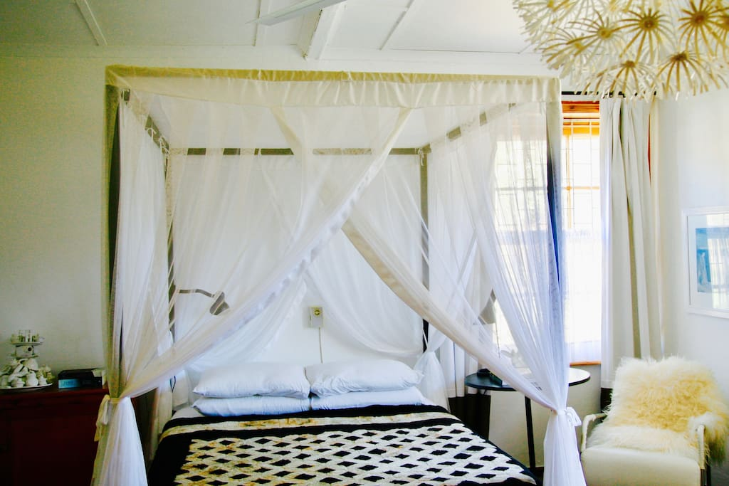 four poster bed with Simmons mattress and mosquito net