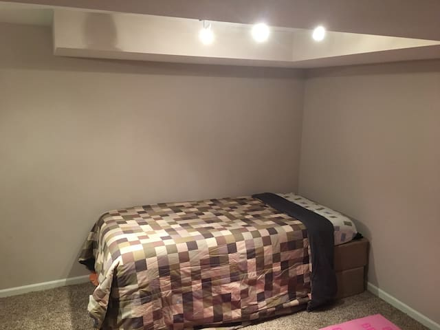 Cozy Private Room#1 w/Private Entry - Fridley - Lain-lain