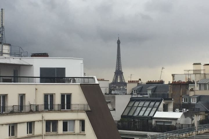 Gallery with amazing view on Eiffel Tower - Paris - Apartemen