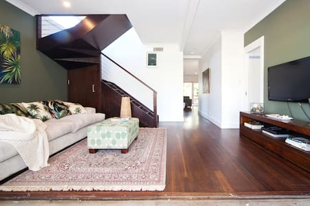 HUGE Modern Spacious Fun Home - Collaroy Plateau - Hus