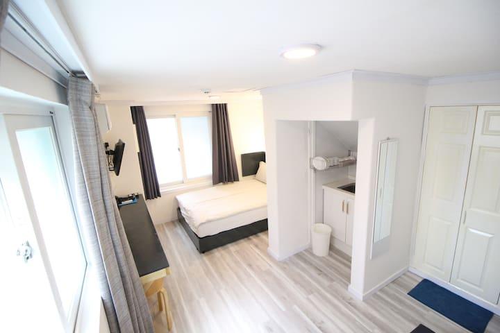 *Hongdae-Seoul Mansion*Double Room